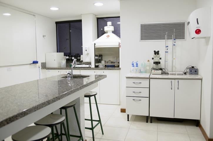 Laboratório de FARMÁCIA, BIOLOGIA E MICROBIOLOGIA (703)